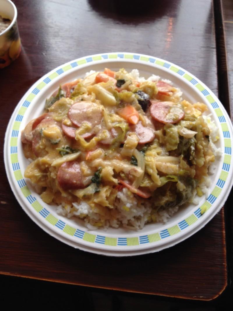 Reis mit Wirsingrahm und scharfer Wurst