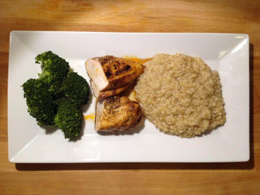 Graupenrisotto mit Hühnchenbrust und Brokkoli