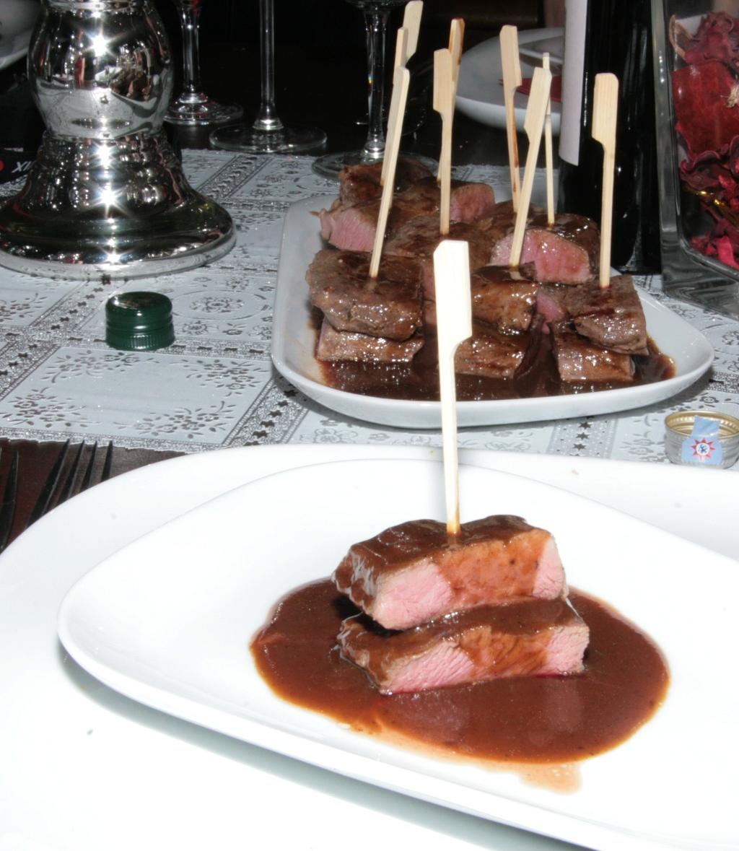 Dominostein vom rosa Lammruecken an Portweinjus