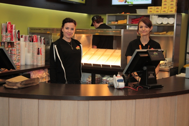 Netter Empfang durch die Chefin Sophia und eine Mitarbeiterin im Taco Taco Leipzig