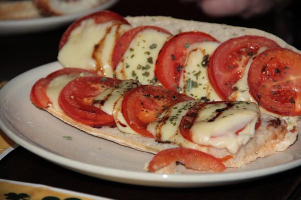 Tomaten-Mozzarella-Baguette im Kildare City Pub