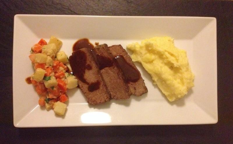 Dreierlei Wurzelgemüse,Zebu mit Schwarzbier-Jus und Kartoffelmus