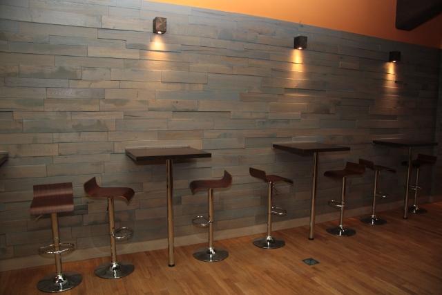 Sitzmöglichkeiten im Restaurantbereich des Taco Taco Leipzig